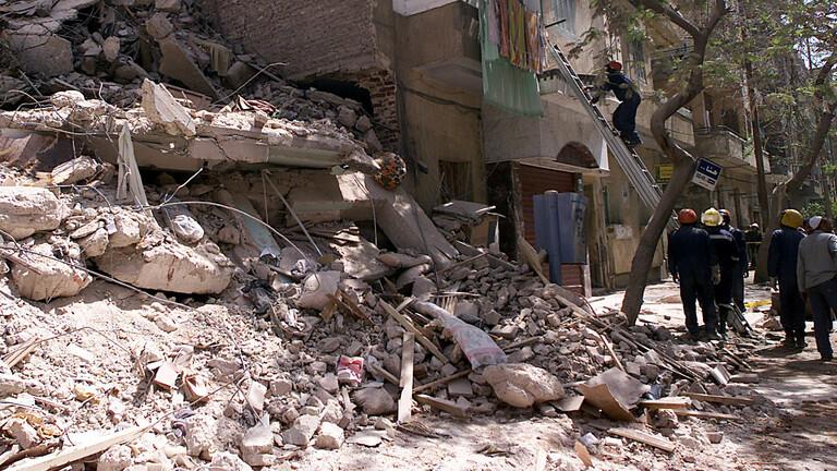 قتلى وجرحى جراء انهيار مبنى سكني بمحافظة مصرية