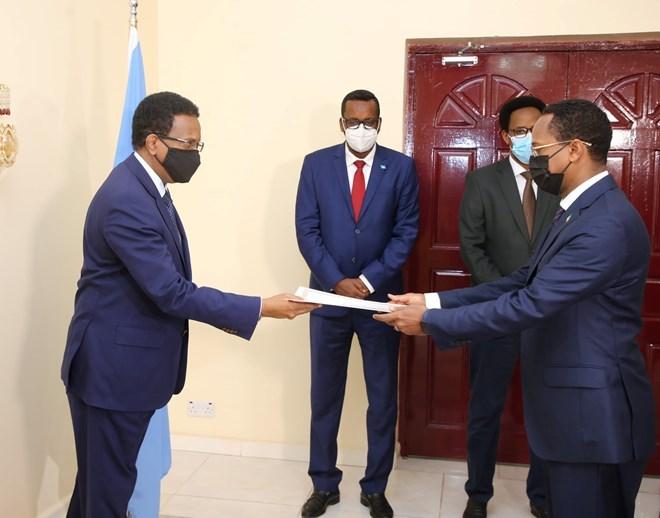 President Farmajo receives credentials from new Ethiopian ambassador to Somalia