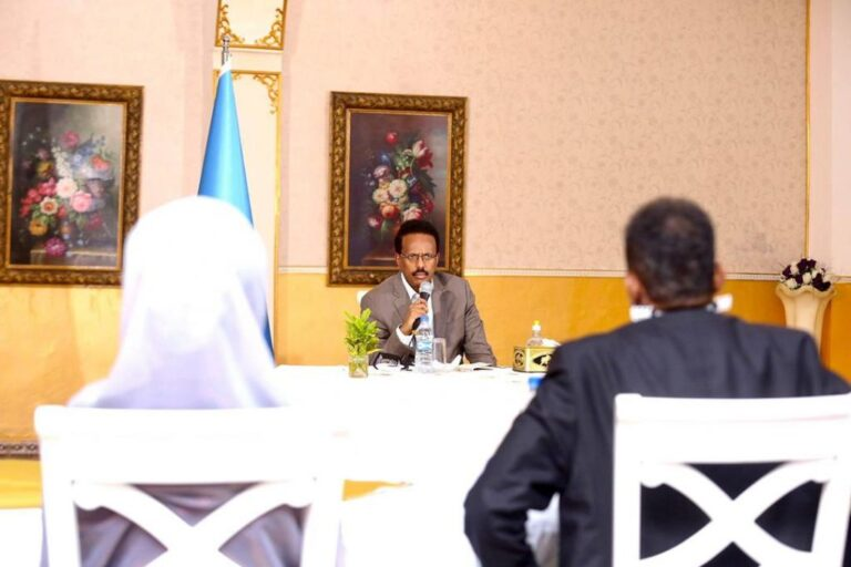 رئيس الجمهورية يلتقي أطباء على جبهة مكافحة كورونا