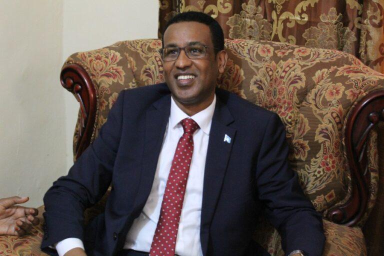 المرشح جبريل إبراهيم يلتقي مديري وسائل الإعلام في البلاد