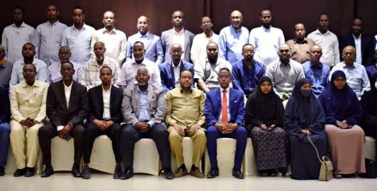 وزير التربية والتعليم يجتمع مع رؤساء الجامعات في البلاد
